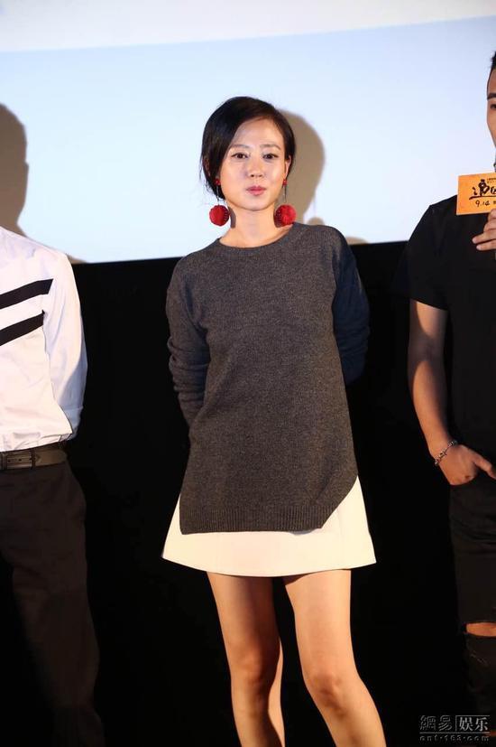 谭卓在片中与张译有感情戏。