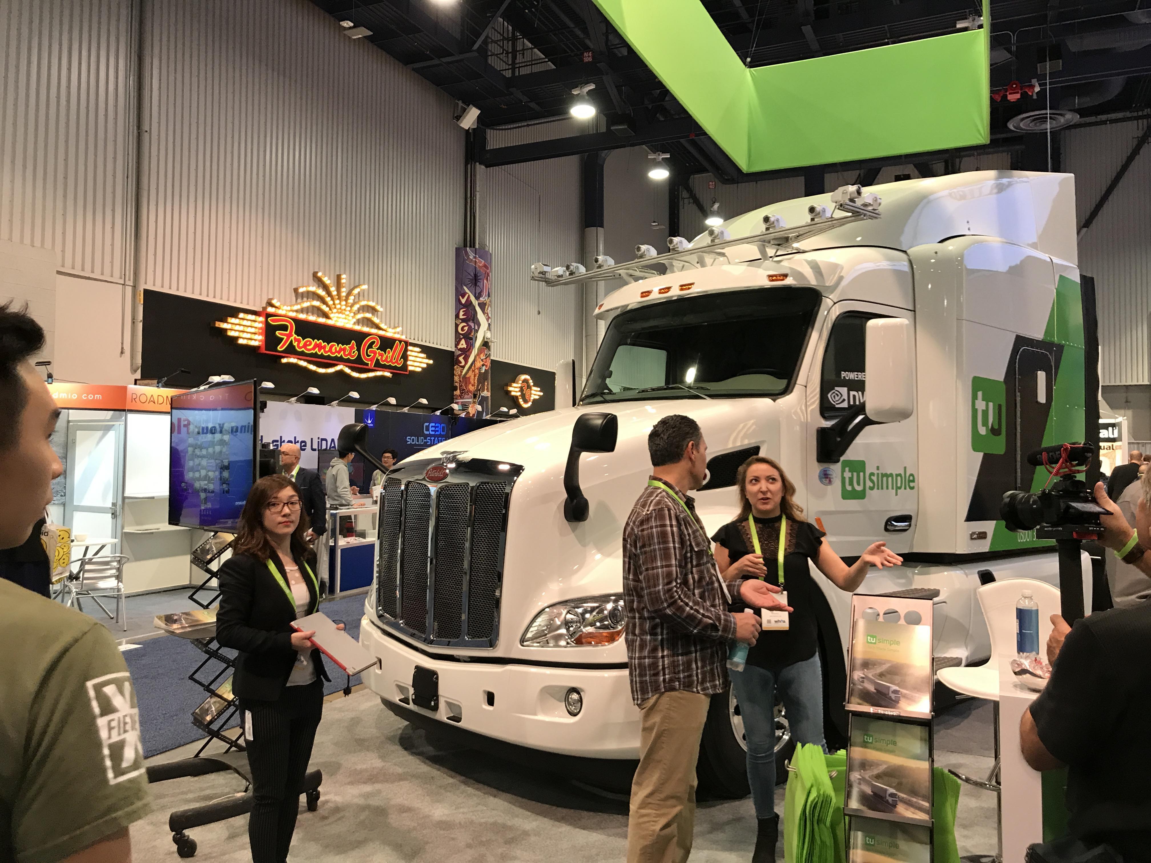 图森未来CES发布与彼得比尔特合作的自动驾驶原型卡车