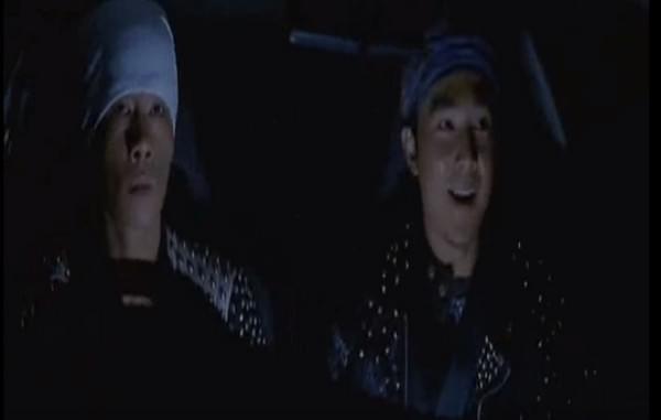 陈小春、刘畊宏载娃飚车 还原12年前《头文字D》