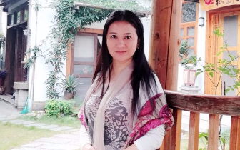 有态度°桂林人|秦子惠:在旗袍上绘画的美女画家