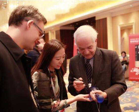 全球经济学家论坛上的梦之蓝,加拿大驻华大使签名收藏