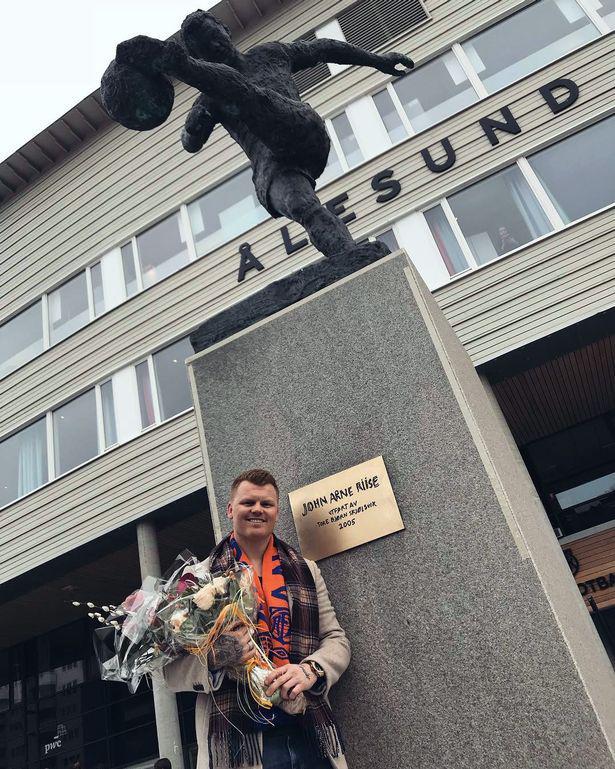 挪威重炮获殊荣!家乡球队树雕像 预言红军捧欧冠