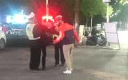 两男子闯红灯 殴打执法民警被刑拘