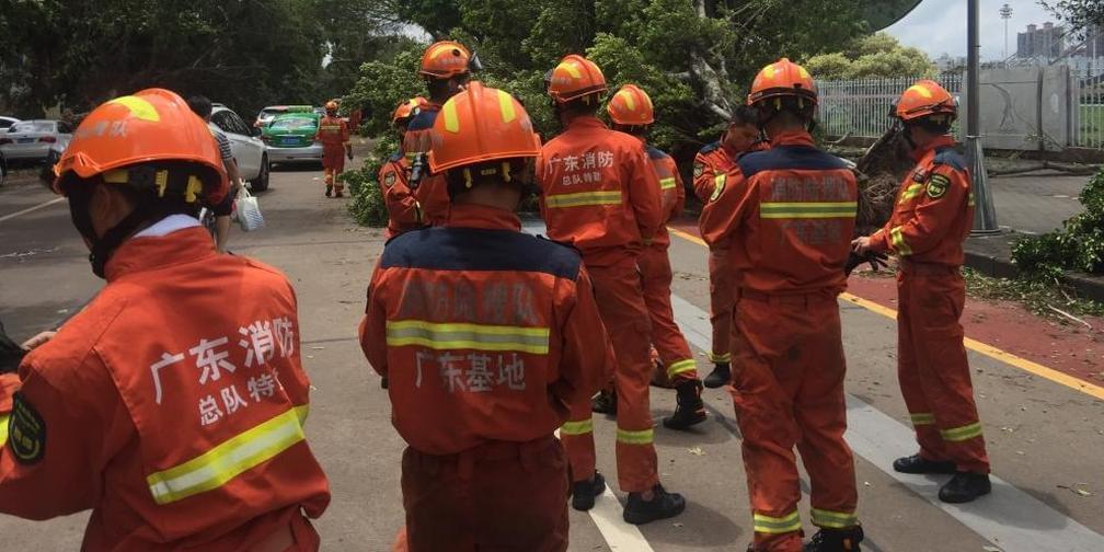 小编跟随省消防总队特勤大队进行道路救援