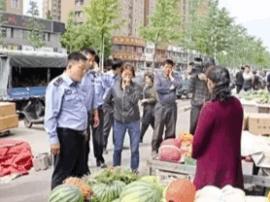市区暮春街占道经营专项整治 全面取缔流动摊贩