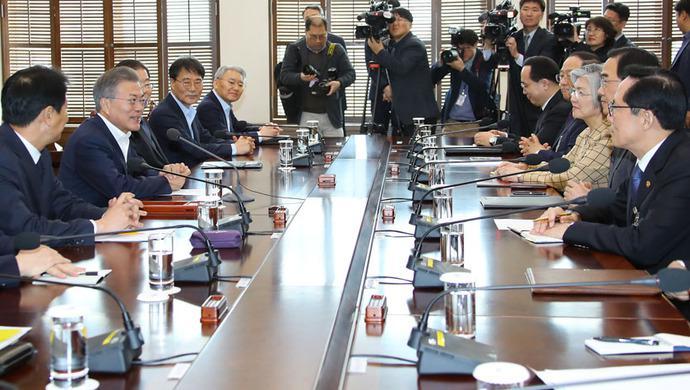 文在寅首次提及举行韩朝美三边首脑会谈有何深意