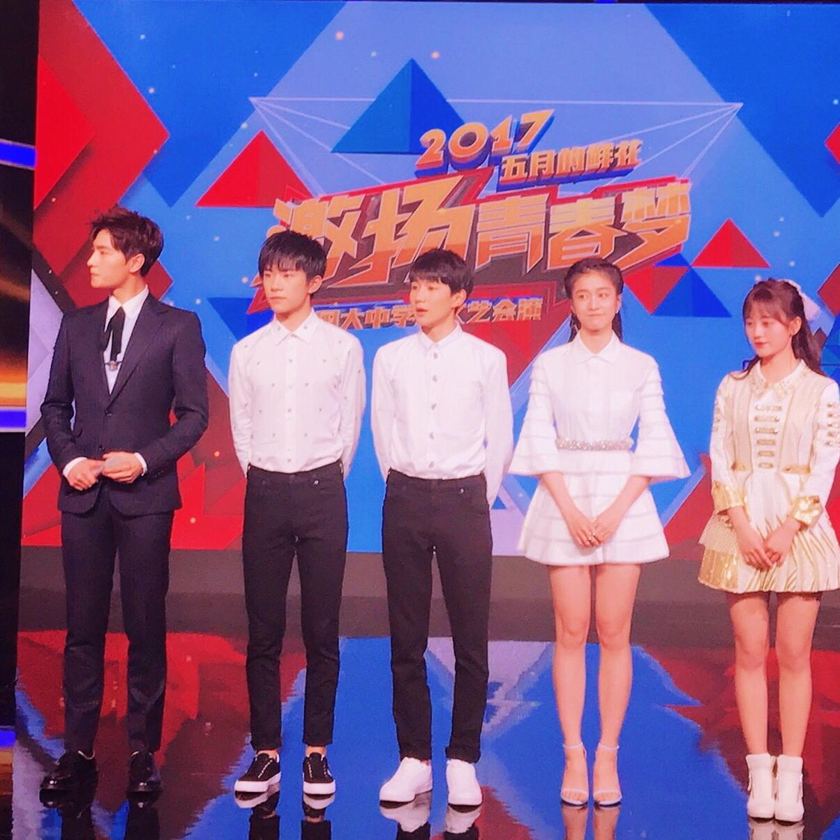 """团中央授予10位艺人""""五四优秀青年""""称号"""