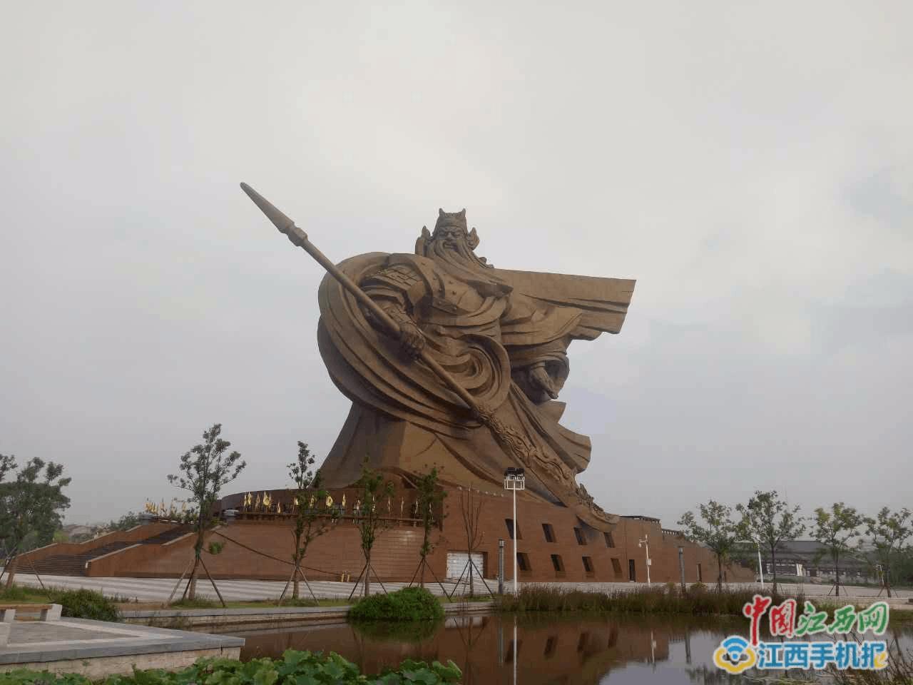 三国重地荆州古城 全国网络媒体聚焦世界最大关公圣像