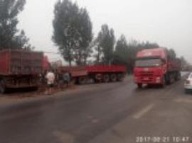 329省道土门镇南社村路段两半挂相撞 两人受伤
