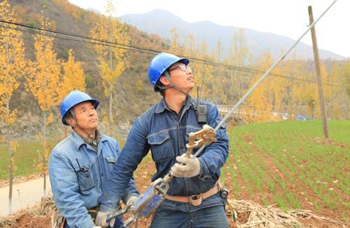 汝阳:入冬农网改造施工忙