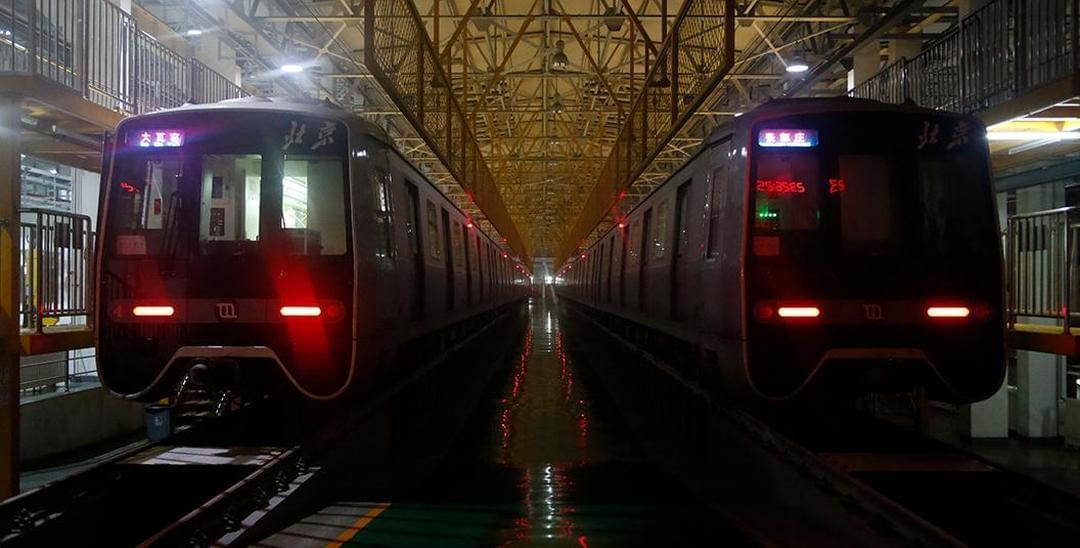 城事·深夜交通人:你不知道的午夜地铁那些事