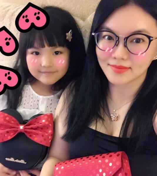 李湘王诗龄母女合影 网友:一个大美女一个小美女