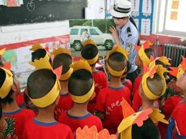 运城交警临猗大队六一儿童节给孩子们送去交通安全