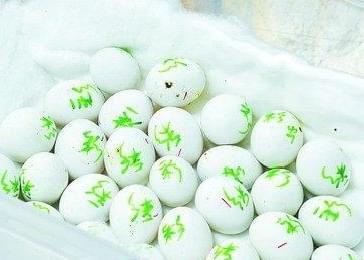 """野生鹦鹉蛋""""扮作""""鸽子蛋 被海关一举截获"""