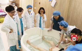 水中分娩不再遥远 重庆首个水中分娩宝宝诞生安琪儿妇产医院
