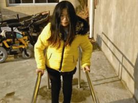 泰兴志愿者:捐赠康复器材  助脆骨病患者重新站立