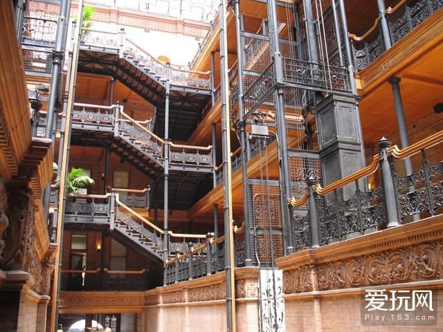 a01b11a93d6c1a7c57a73aa1f66d31d1_Bradbury_Building%2C_interior%2C_ironwork