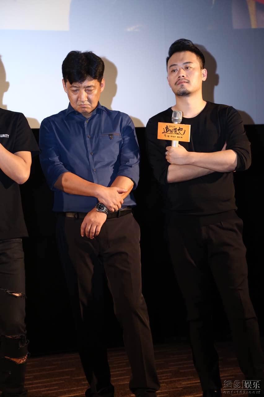 王砚辉(左)与颜北。