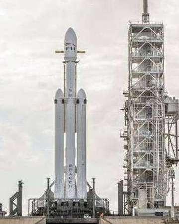 看完猎鹰重型火箭视频 你能算这道题吗?