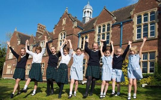英镑大跌让留英成本降低 英国私校教育受青睐