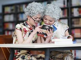 准空姐化妆体验18到70岁 含泪给母亲打电话
