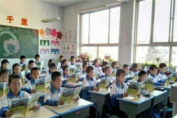 河曲实小打造书香校园