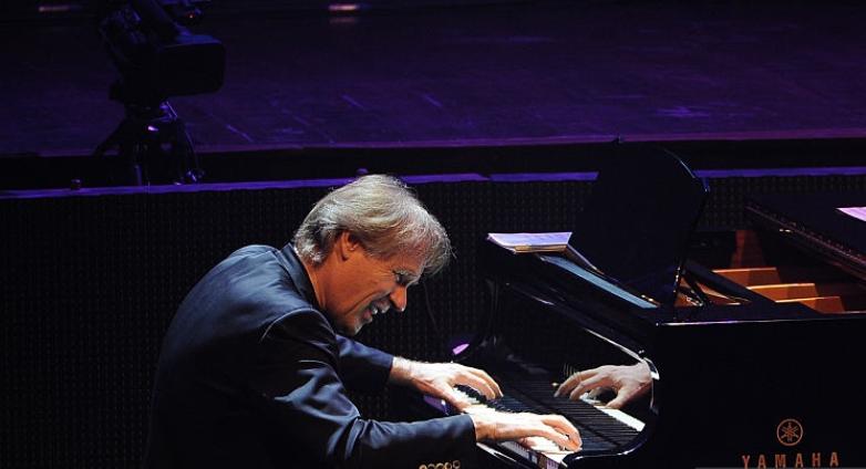 火了40年的钢琴王子理查德演绎不老浪漫神话