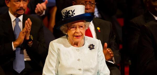英女王招家政:住皇宫年假超长!考虑么?