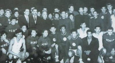 1960年,周总理接见前苏联俄罗斯男女篮球队和八一男女篮球队时的合影