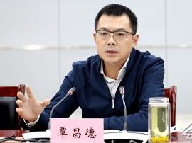 云阳县长覃昌德:不断增强经济创新能力和竞争力