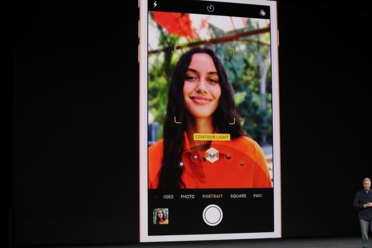 苹果发布人像照明新功能:突出人像,背景显示黑色
