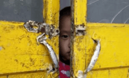农民工子女的暑假:为和父母团聚只能被困出租屋