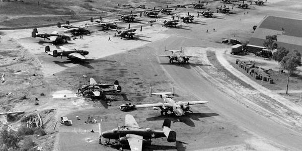 打得再烂也能修:二战美军飞机修理工厂