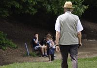 """美媒:研究称走路姿势或揭示大脑是否""""衰老"""""""