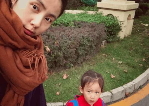 孙莉晒和多妹自拍照 网友:多妈还是少女啊!