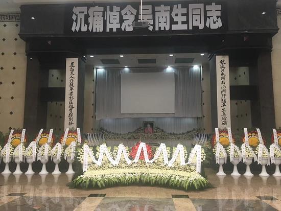 吴南生同志追悼会现场 原广州军区总医院院长陈炳隆 摄