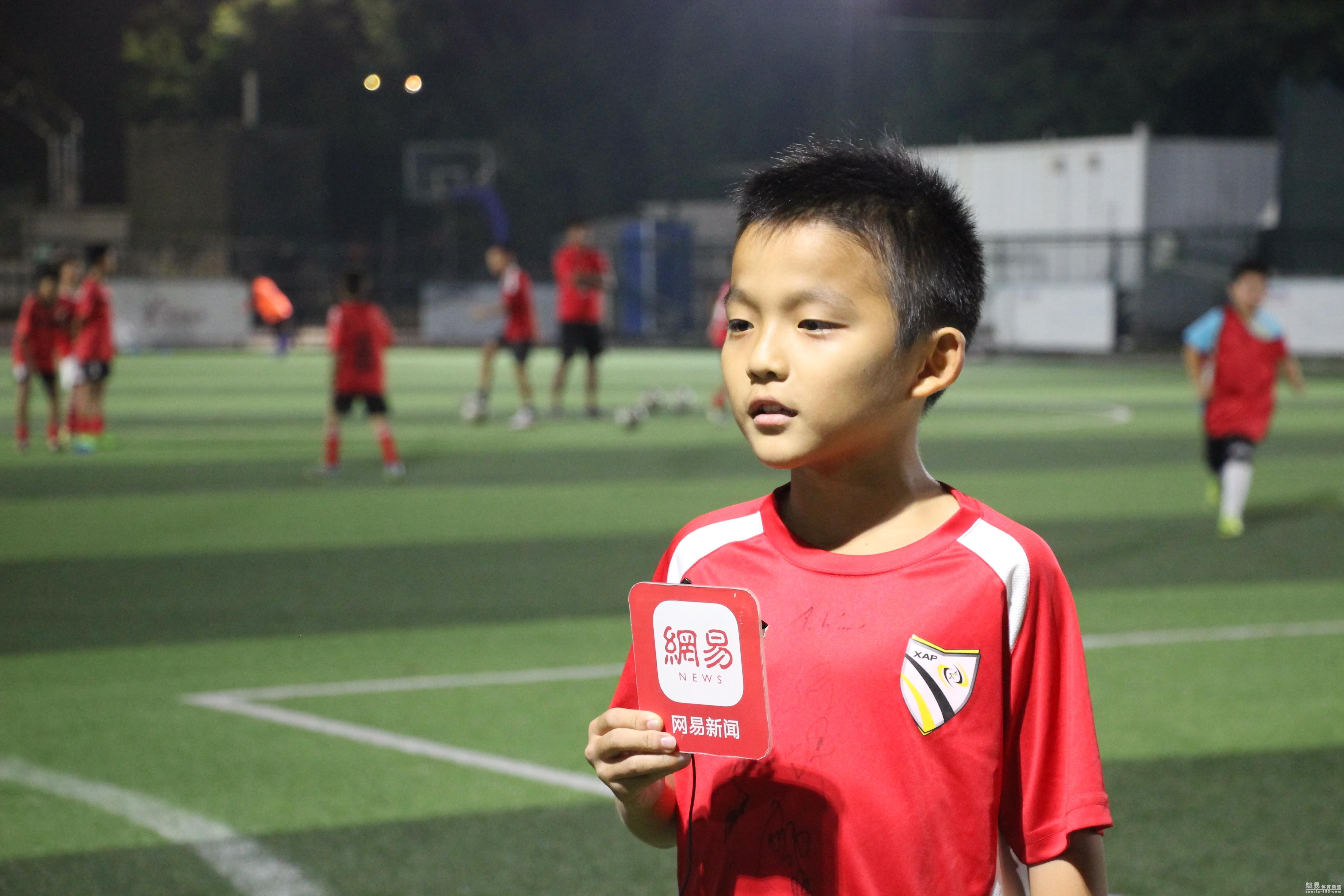 草根青训获C罗同胞助力,被富力签走2名学员,又叹孩子踢球太功利