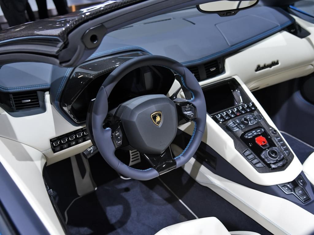 主要用途是把妹 敞篷版Aventador S发布