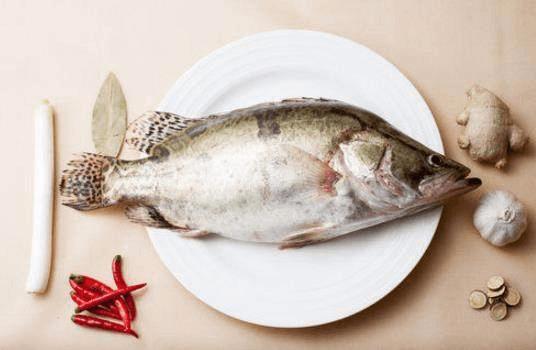 吃鱼不用去饭店。在家也能做