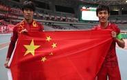 上港亚冠出线众将高举国旗