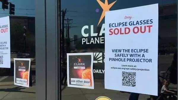 日食眼睛已售空(图片来源:美联社)
