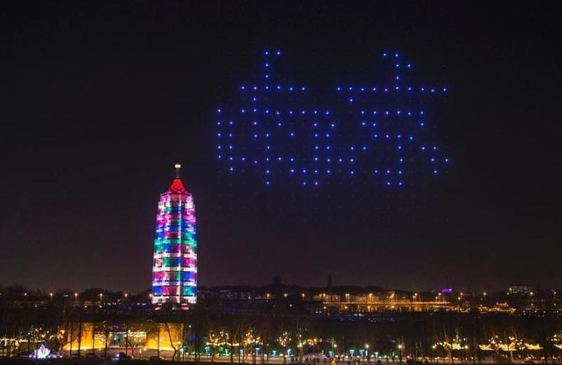 南京400架无人机上演灯光秀
