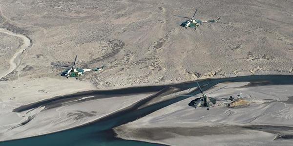 仿佛在外星:陆航部队高原驾驶直升机训练