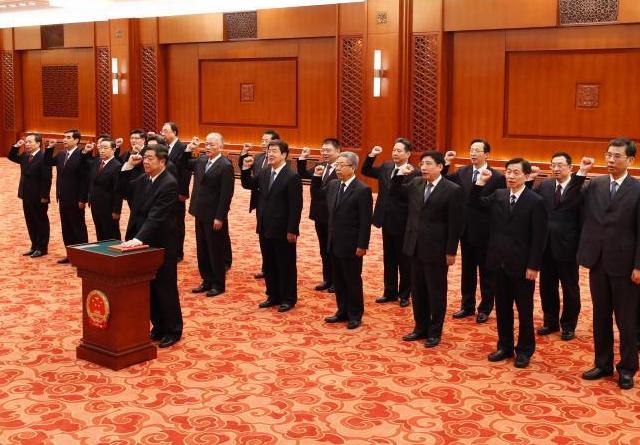 国务院各部长等人集体进行宪法宣誓