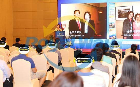 金征远皇家移民总裁Jenny Jin女士首先致词