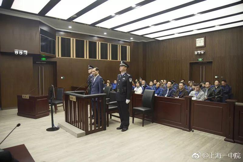 审判吴小晖:被控骗取652亿元 自称不懂法