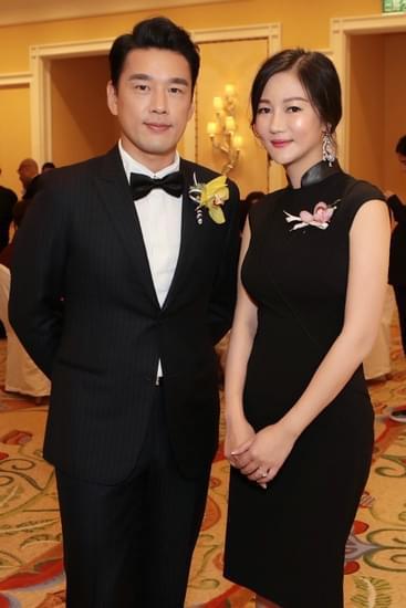 《守婚如玉》制片人茅熠、主演王耀庆合影
