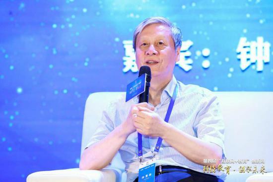 中国教育学会会长、国家教育咨询委员会委员钟秉林