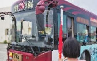公交车|公交车有四大盲区 交警提醒市民让行公交、大货车