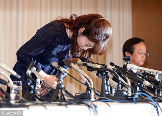 2014年4月9日,日本大阪,日本理化学研究所女研究员小保方晴子对自己在论文中引用数张不正确图片和修改报告中的一副图片进行道歉。 / 视觉中国